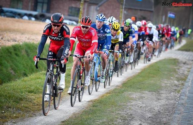 Comisarios del Tour de Flandes dispuestos a descalificar a los ciclistas que transiten las aceras