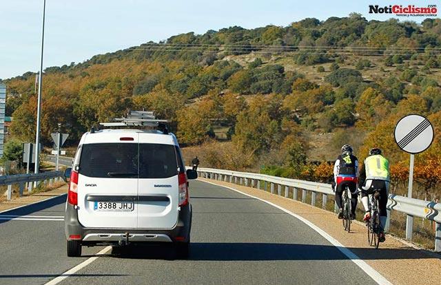 Respetar la distancia de los vehículos con los ciclistas