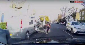 Conductor abre la puerta del vehículo y derriba a un ciclista
