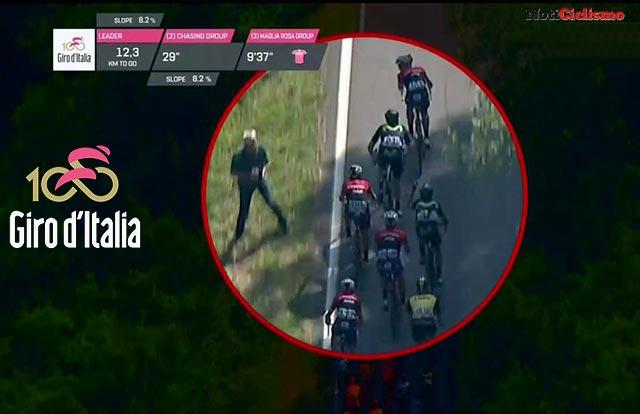 Ciclista del Trek-Segafredo agrede con una botella a un ciclista del Movistar Team