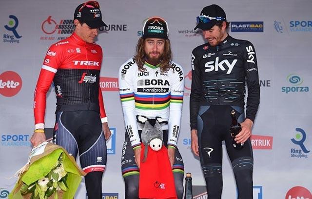 Los premios en el podio más extraños del ciclismo