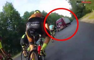 Tracto-camión arrolla a un pelotón de ciclistas en plena carrera