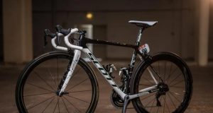 Simon Yates Scott Addict RC Blanca