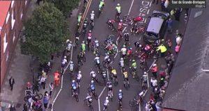 Aparatoso accidente en el Tour de Gran Bretaña