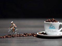 Una taza de café aumenta el rendimiento sobre la bicicleta