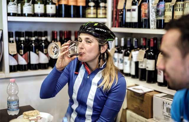 ¿Puede el ciclismo curar una resaca?