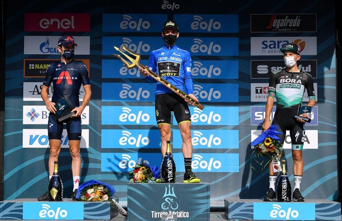 Pódium final de la Tirreno-Adriático 2020