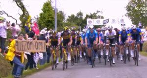 Fanático con un cartel provoca una gran caída masiva en la Etapa 1 del Tour de Francia