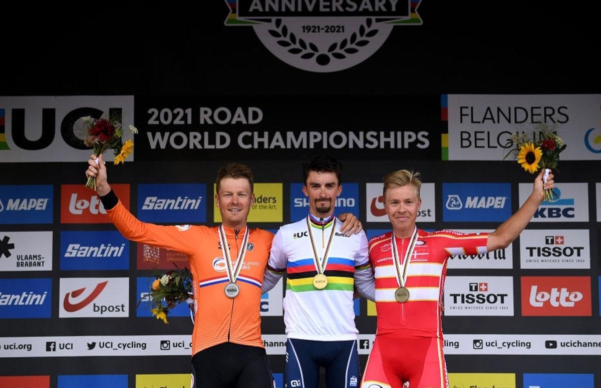 Pódium de la Prueba de Ruta de los Mundiales de Ciclismo de Ruta UCI 2021