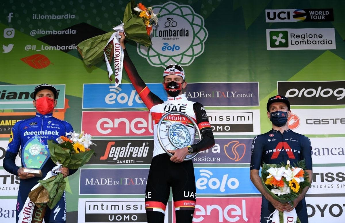 Pódium final del Giro de Lombardía 2021