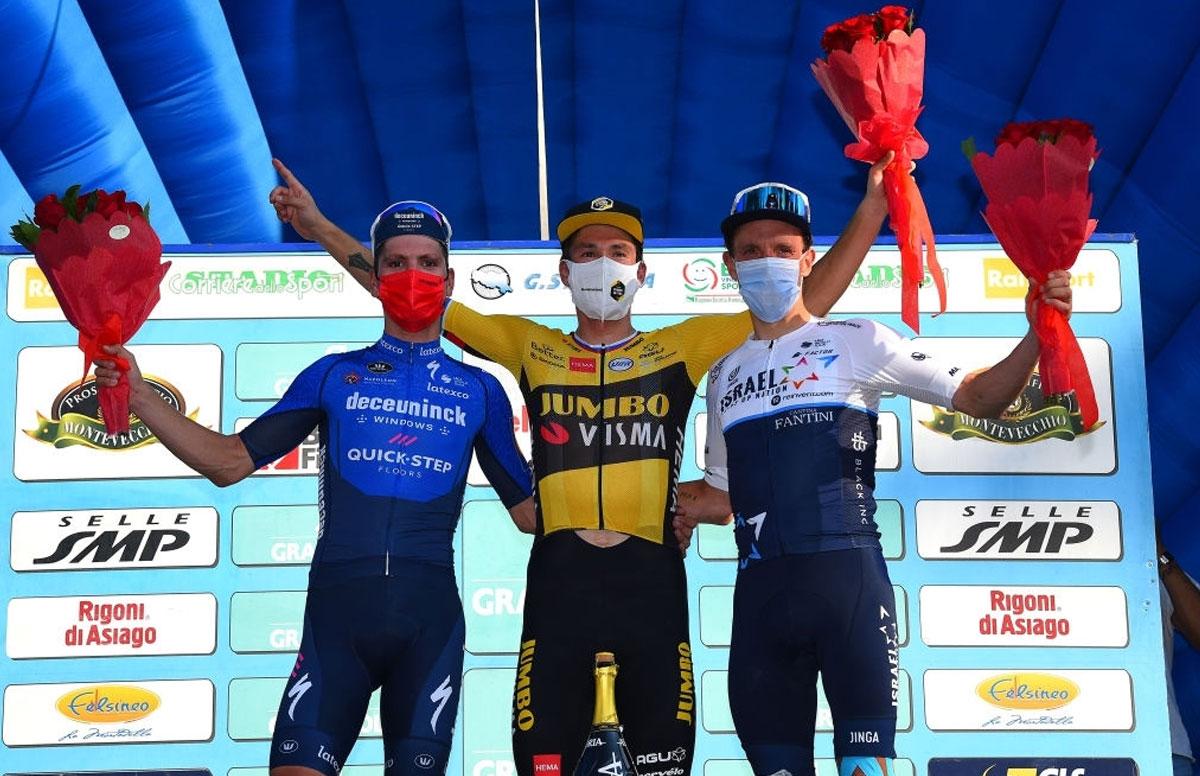 Pódium final del Giro dell'Emilia 2021